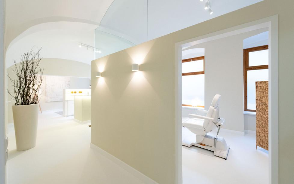 Hautarztpraxis Almuth Bene / Interior Design Behandlungszimmer