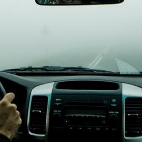 ¿Cómo manejar con neblina?
