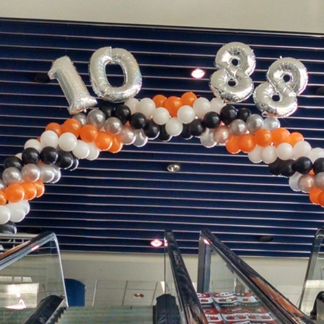 Cluster Balloon Arch.