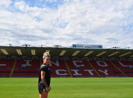 Ellie Gilliatt joins Lincoln City Women