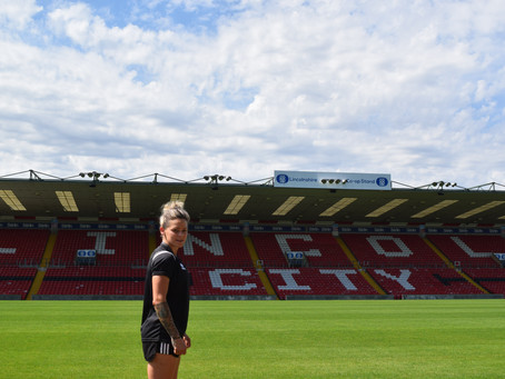 Ellie Gilliatt joins Lincoln City Women
