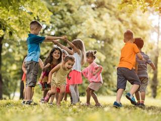 ¿Quieres mejorar la capacidad de tu hijo para socializar y aprender? Deja que juegue
