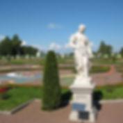lomonosov_nijniy_park_skulptura_vesna.JP