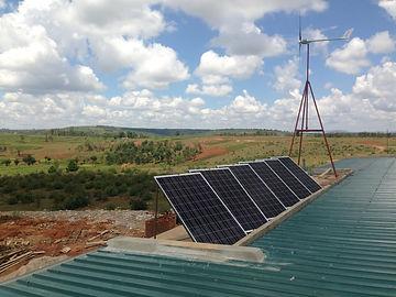 Panneaux solaire et eolienne.JPG