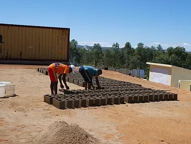 Eigenfertigung Steine für Zaunfundament
