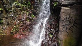 Der Weg zum Wasserfall lohnt sich.