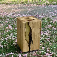 Urne aus Holz mit Blattgold
