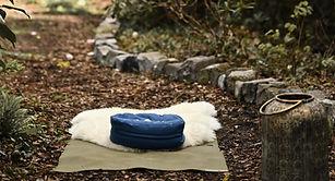 Yogamatte und Meditationskissen.jpg