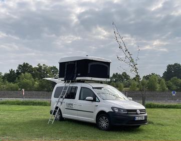 Camping Caddy unterwegs in der Nähe von Budweis, Tschechien