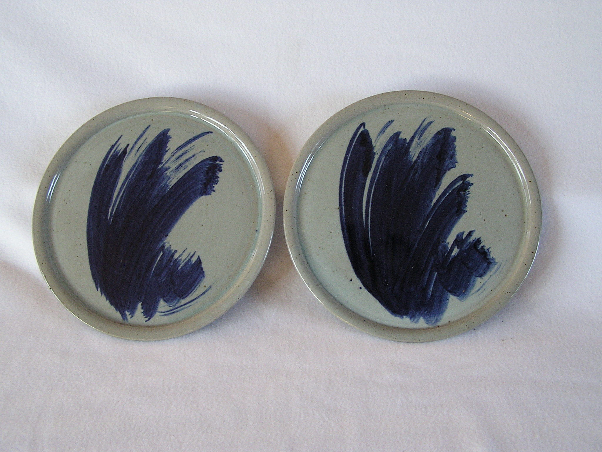Plates- Set 2, Sea Foam Greem w Navy Acc