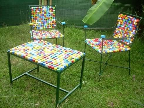 Cadeira de tampinhas de refrigerante