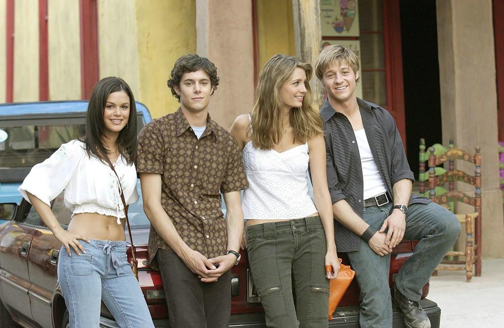 Summer-Roberts-Seth-Cohen-Marissa-Cooper-and-Ryan-Atwood-1.jpg