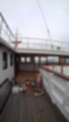 氷川丸甲板に通じる廊下.jpg