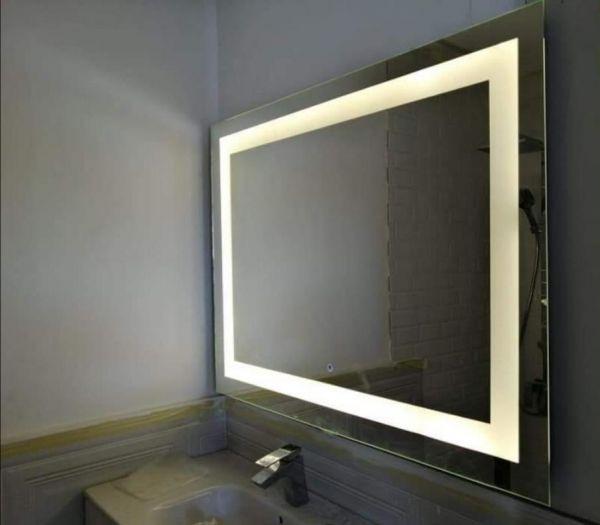 مرآة للحمام تصلح للأغراض المتعددة