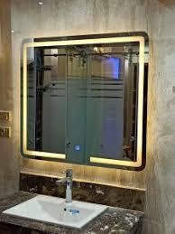 مرآة حمام إضاءة ليد تعمل باللمس