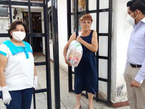 Entrega de despensas para maestros Jubilados, que viven en la col. México 68.