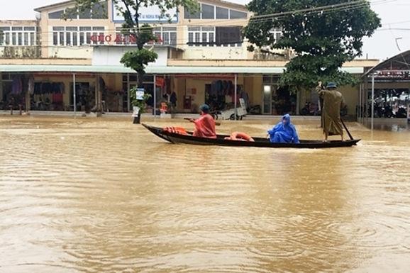 日本政府、ベトナムの台風被害に緊急援助