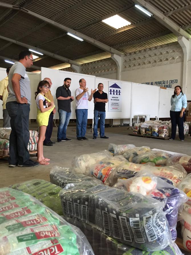 Seis instituições receberam alimentos do Carnatal Solidário no Armazém da Caridade