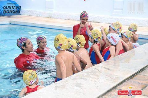 Os benefícios da natação para bebês e crianças