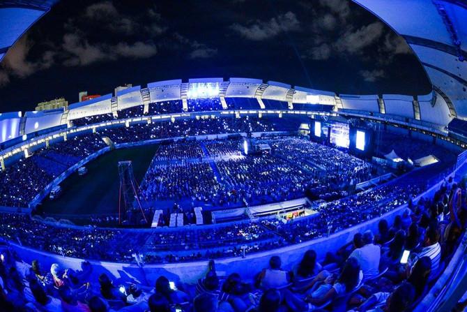 Show de Roberto Carlos leva 25 mil fãs ao Arena das Dunas