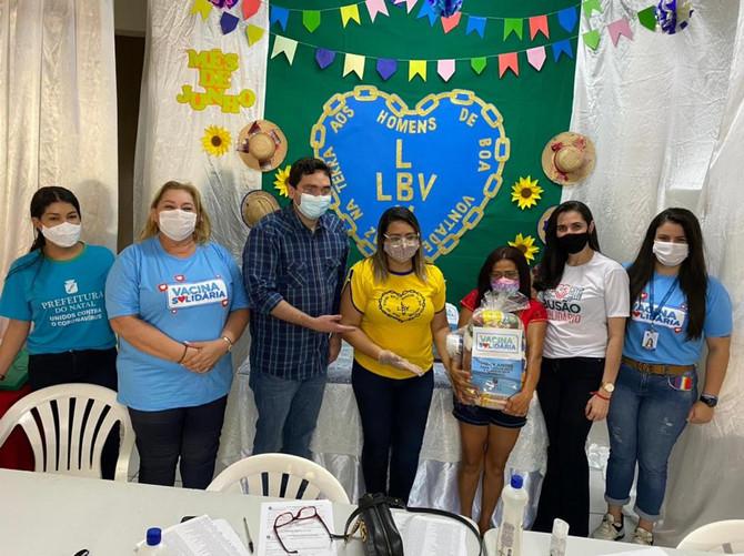 Famílias acompanhadas pela Legião da Boa Vontade (LBV) recebem cestas e kits de limpeza e higiene pe