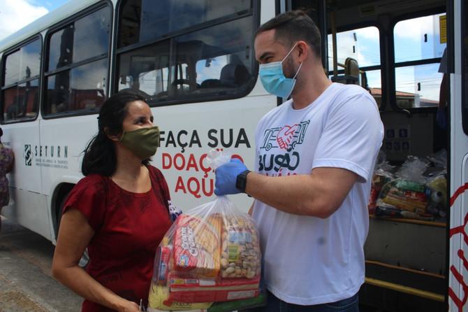 Busão Solidário do Seturn/NatalCard ultrapassa 8 mil cestas básicas chegando a 145 toneladas de alim