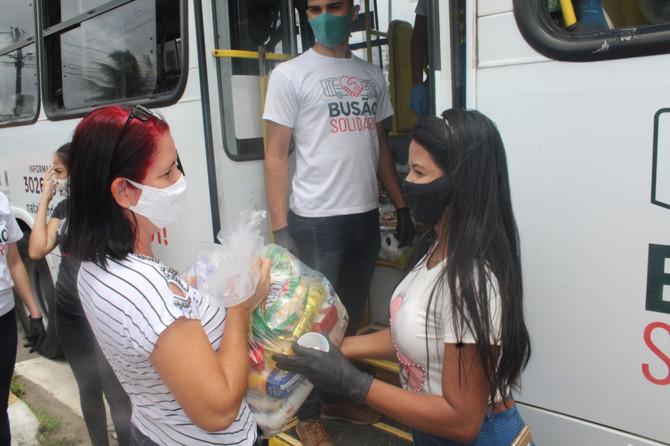 Busão Solidário do Seturn/NatalCard beneficia famílias do Nova Natal