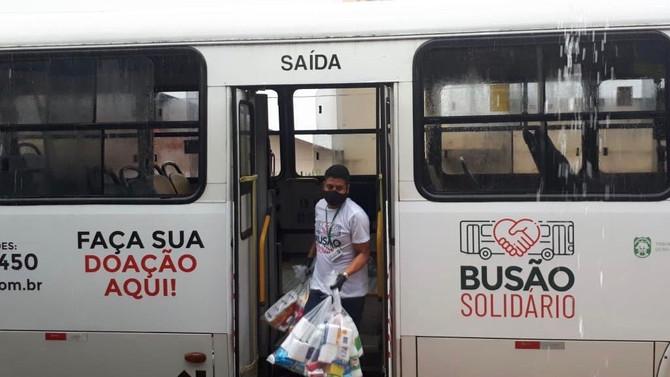 Busão Solidário do Seturn entrega cestas básicas para artistas de Natal