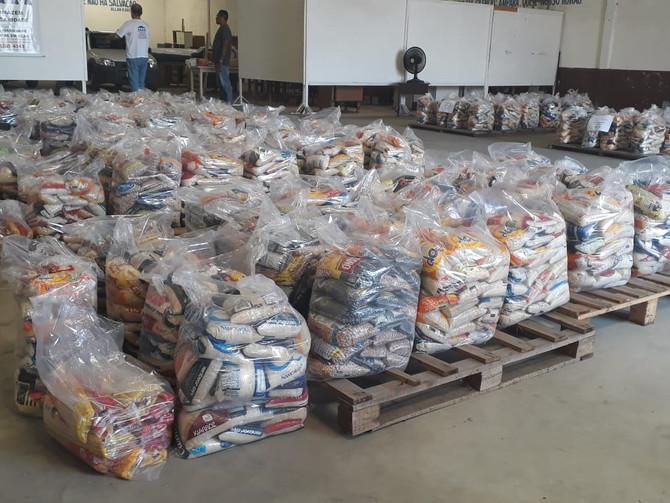 Carnatal Solidário beneficia instituições e entrega 4 toneladas de alimentos