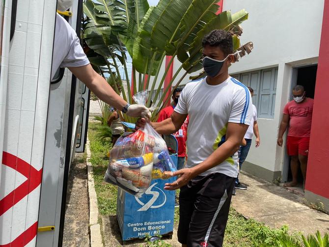 Busão Solidário do Seturn/NatalCard faz doação de alimentos para mais três instituições sociais