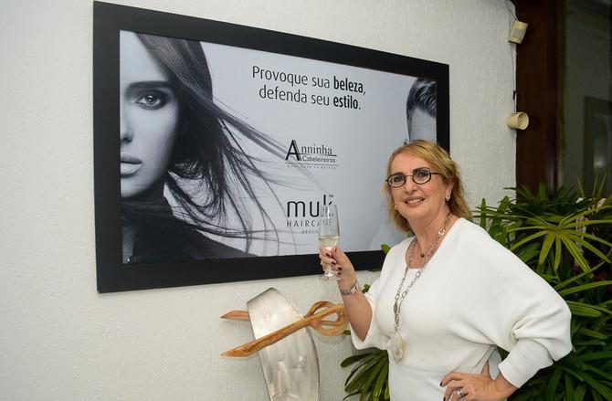 Anninha prepara curso ''Inspirando tendências de corte e penteado'' em julho