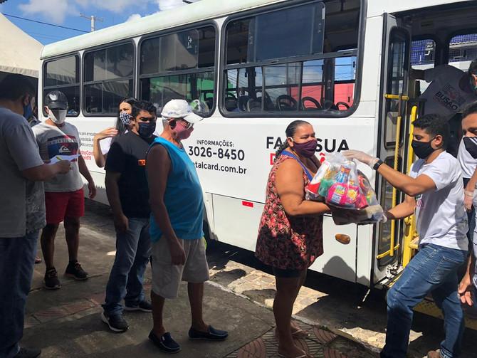 Busão Solidário do Seturn/NatalCard minimiza a fome de 15.200 vulneráveis de Natal
