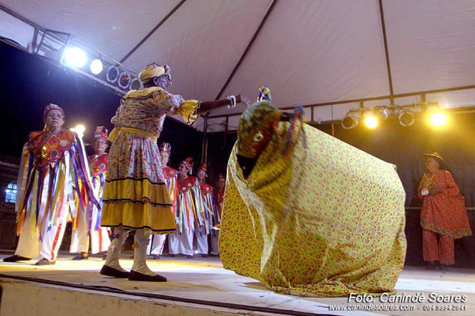 Cortejo com Grupos Culturais abre desfile do Se Parar eu Caio