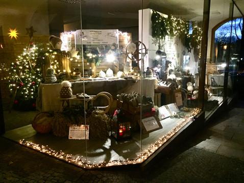 Schaufenster statt Weihnachtsmarkt