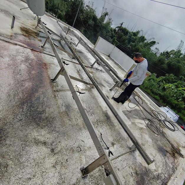 Paneles removidos para lavado a presión.