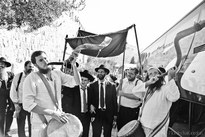 Chattan habar mitzva, drums and shofar procession to the kotel