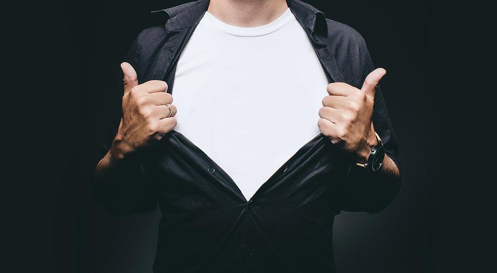 Homem com camisa