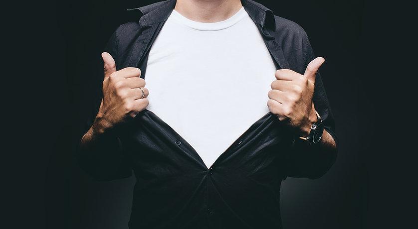 Mann mit Hemd