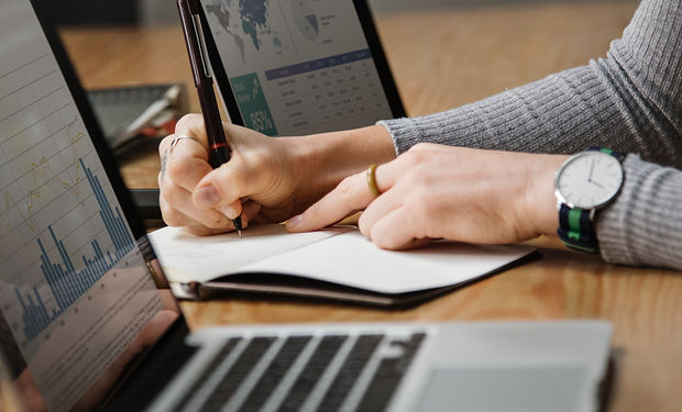 analysis-banking-businesswoman-1451448.j