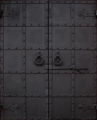 ворота в трапезную2.jpg