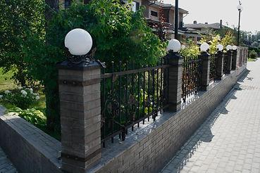 фасадная изгородь с виноградом2_edited.j