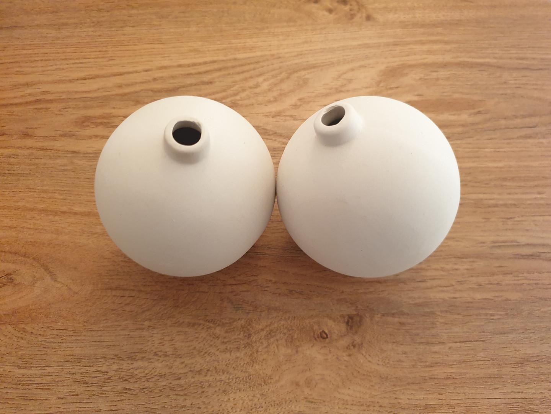 2 x ceramic baubles