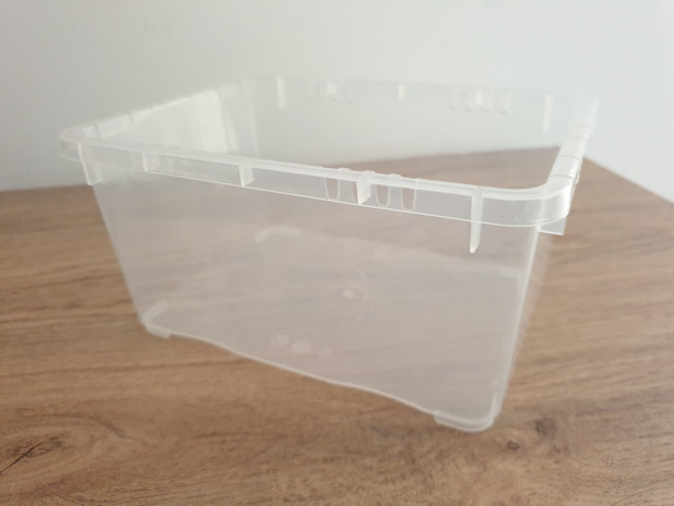 Container for marbling bath