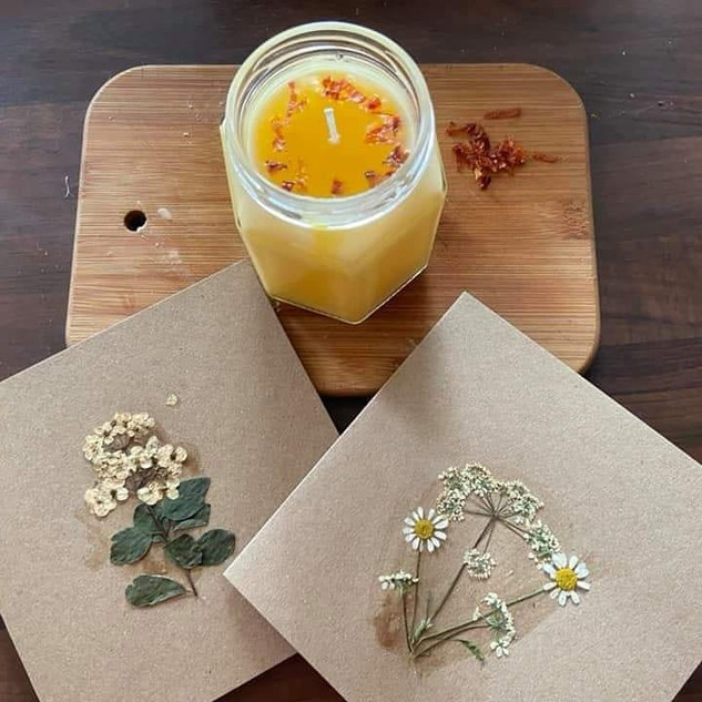 Candle setting with gift cards