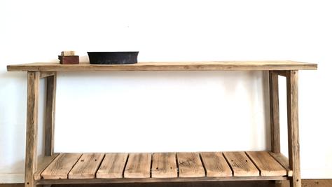 קונסולה עם מדף סולם