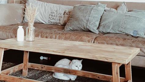 שולחן עץ ממוחזר
