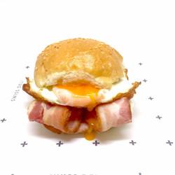1 egg and bacon slider_edited