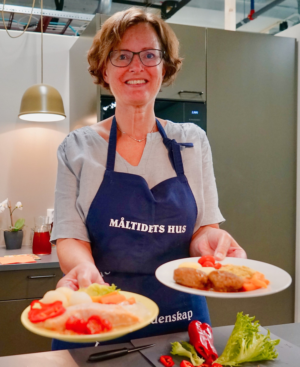 Fjordland retter utgjør en god lunsj i Måltidets hus uansett alder i følge Kari Birgitte M. Wiig og Hilde Garlid, Validé. Foto: Hilde Garlid
