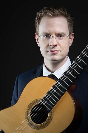 Daniel Corr, Suzuki guitar