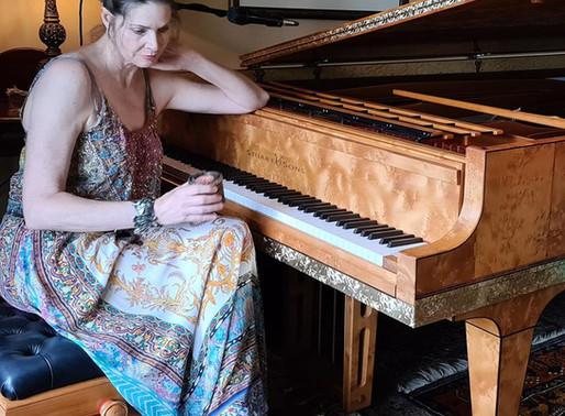 Featuring You - Meet Fiona Joy Hawkins
